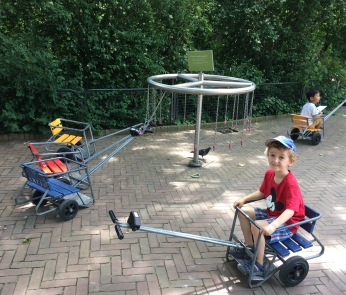 Free wagon rentals to transport little legs around the zoo